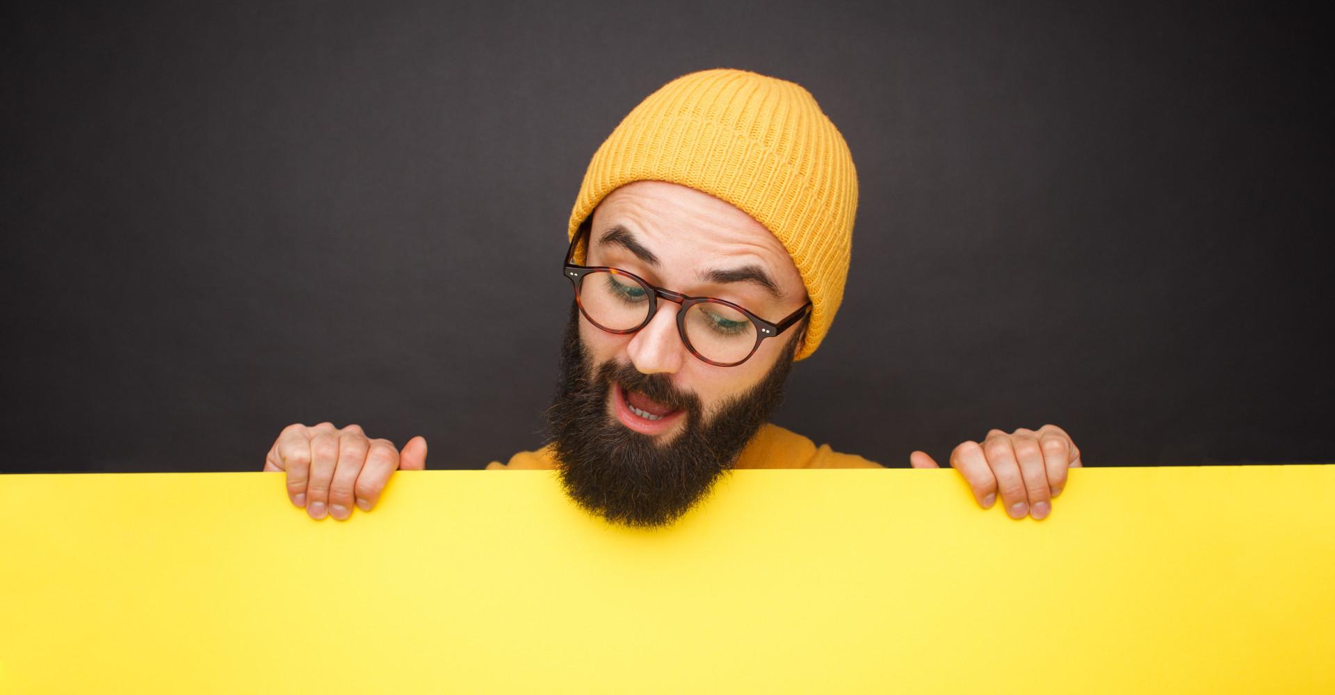 Mann in Gelb